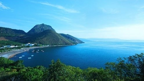 游玩云南最奇葩的湖泊,形成原因一直是谜,不过景色却非常的优美
