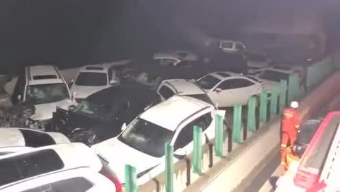 快讯!今晚9点左右,安江高速发生多车追尾事故,有人员受伤!