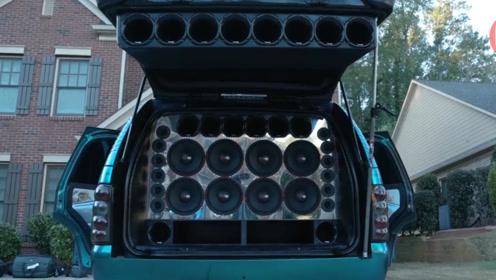 泰国汽车音响大改装,车上装20个低音炮,用来跳广场舞就嗨了!