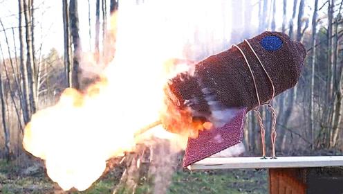 老外用十万根火柴做了个航空火箭,点燃三秒后,场面太震撼了!