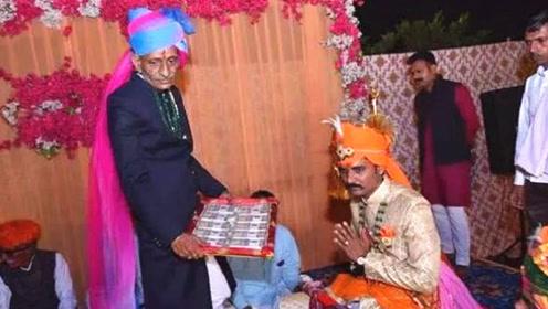 富商在女儿婚礼上送给新郎百万现金,新郎却当场拒收
