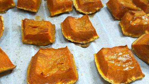 南瓜最好吃的做法,不用面粉,不加水,简单一烤,外酥里嫩味道好