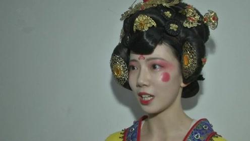 西安不倒翁小姐姐接受陕视记者采访,听听她给记者说了啥悄悄话