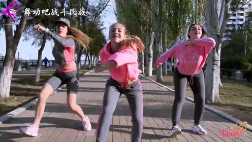 """偶遇跳街舞的俄罗斯女中学生,右边的胖女孩太""""抢镜""""了"""