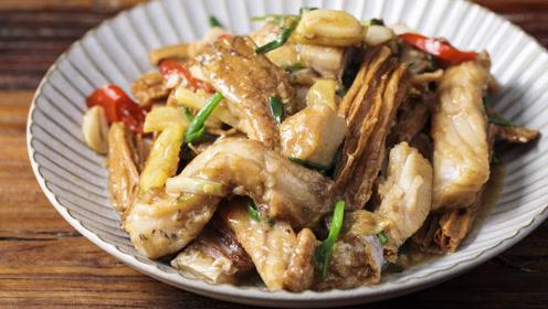 广东老师傅教你做,鲜甜可口的腐竹炆鱼腩