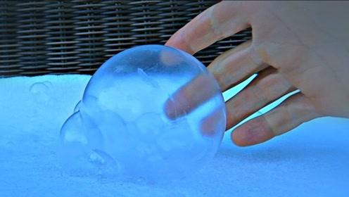 小伙在零下30℃吹泡泡,没想到结果那么惊艳,这辈子一定要试一下