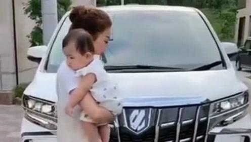 刚生完宝宝感觉老婆更有气质了,但看见孩子的那一刻,基因还是没改良!