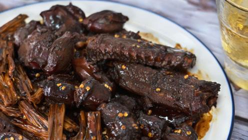 想吃周黑鸭不用买,详细配方告诉你,一次做一大锅,香的流口水