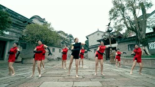 东方舞和黄龄的声音绝配,妩媚动作带来柔情盛宴!
