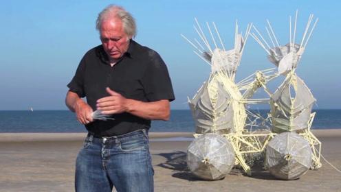 国外老大爷发明的木头机器人,不用电不用油,一阵风吹来就能走!