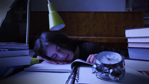 """为什么有人每天凌晨两三点,都会""""惊醒""""?专家:身体发出的警告!"""