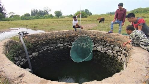 村民将一口老井抽干,抓到一堆存活多年的大货,赚大发了!