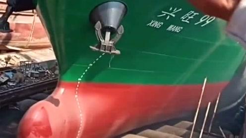 轮船下海的场面,没想到会如此的壮观,那汽笛声真的响彻天地!