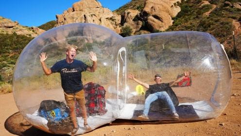 野外生存大挑战!和小伙伴在泡泡房中度过一夜,会有意外情况吗?