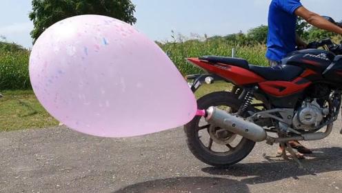 摩托车排气管有多牛?印度小哥将气球绑在上面,炸开的瞬间真解压
