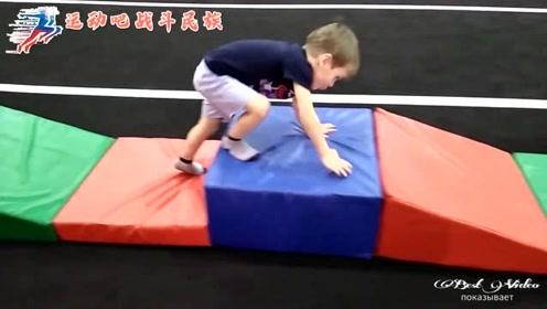 """俄罗斯专门为孩子设计的锻炼器材,网友:这么像""""智勇大冲关""""呢"""
