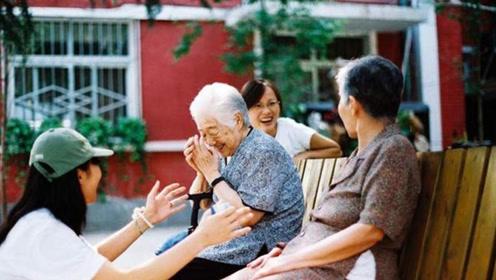 住在养老院的老人,真比呆在自己家里好吗?看完一阵心酸