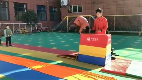 这才是中国该有的教育,孩子的运动能力和动手能力,从小就要开始培养!