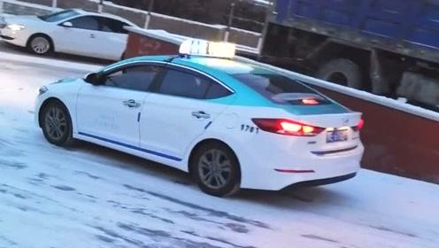 还是出租车司机技术高,下雪天遇到下坡直接滑行下去,厉害!