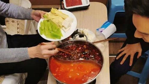 黄晓明绿洲分享吃火锅照片 神秘女在旁夹菜引猜测