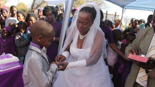 """南非习俗多疯狂?9岁男孩迎娶63岁老妇,称是:祖父""""托梦""""遗愿!"""