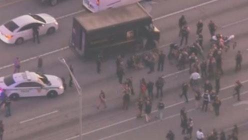 美国公路上演1小时警匪追捕大战:2名劫匪被击毙