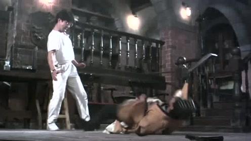岳父看女婿不顺眼,而女婿竟还把桃木剑弄断了,招来他的嫌弃