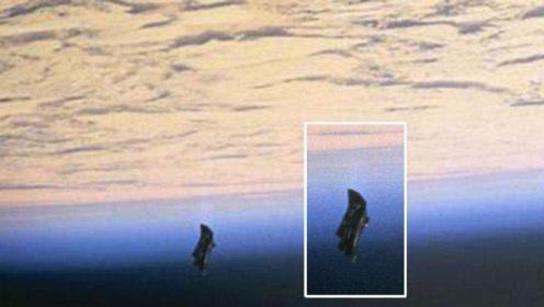 地球不止月球一颗天然卫星?身旁还藏着一颗外形怪异的它