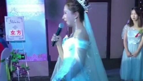 新娘在婚礼上深情演唱,人美歌甜,能娶到这样的新娘也太幸福了!