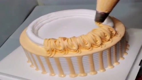 简单的把蛋糕做出造型,就能卖好几百块,赚钱就是这么容易!