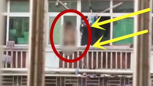 少妇正在洗澡,邻居大叔竟趴在窗口偷拍,监控记录了整个过程!