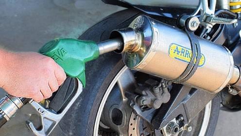 排气管倒入汽油会喷火吗?老外作死亲测,过程大快人心!