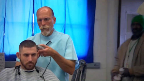 犯人被关到监狱后,为何都要剃光头?网友:因为从头开始