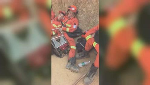 佛山山火消防员奋战60多个小时 累到连坐着都能睡着