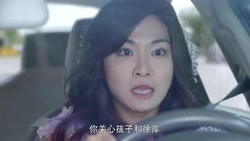 女司机赌气高跟鞋狂飙车!直接被大货车撞坏了!现场太惨了!
