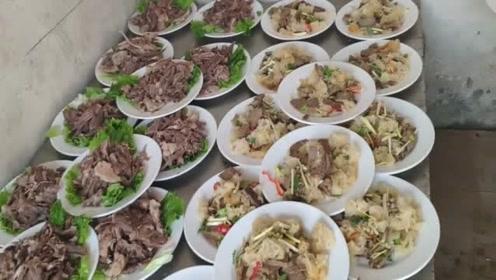 在农村吃大席,厨师说,满满一桌20个菜才380元,你们看看值不值?