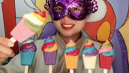 """小姐姐吃手工""""彩色冰淇淋棒棒巧克力"""",亮泽诱人丝滑香浓"""