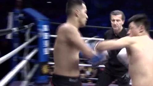 一系列暴捶+顶膝,哪个拳手也受不了,邓泽奇太强了