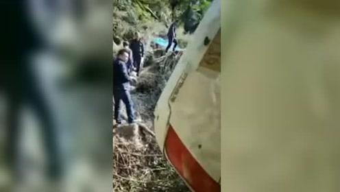 突发!湖南载22人旅游客车翻下山谷 事故致1人不幸死亡