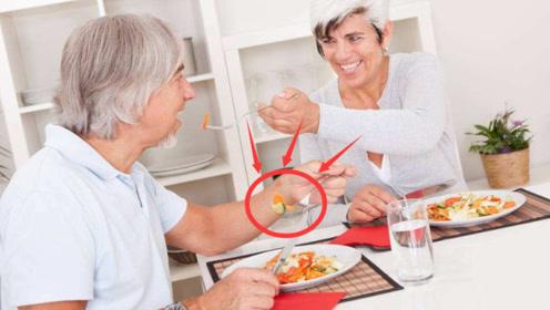 """50岁是长寿的决定期,想要""""长寿"""",吃饭时不要做这""""3件事"""""""