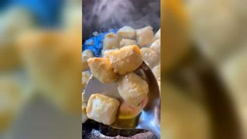 云南臭豆腐开炸了,想吃的来!