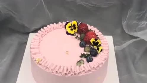 蛋糕裱花这样做,创意又漂亮,网友:这裱花嘴,真实用