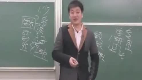 张雪峰告诉你想本科毕业很容易 只要和老师没有深仇大恨就行!