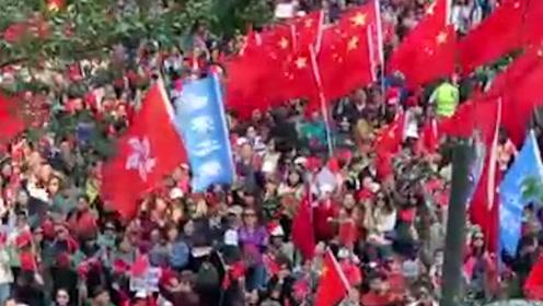"""现场!数千香港市民参与爱国护港集会:我们要担当""""驱魔人""""!"""