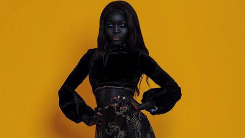 """最美的""""暗黑女模"""",美的颠覆以往认知,谁说一黑毁所有?"""