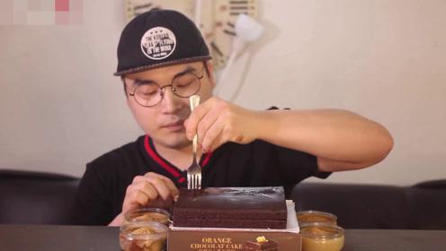 大胃王吃生巧,大勺吃进嘴香甜丝滑,一人吃一整块才叫壕!
