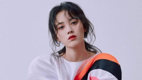 鞠婧祎新剧造型曝光 额间花钿精致睡颜也美
