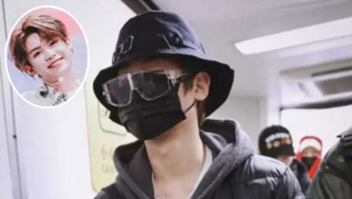 """帅气弟弟黄明昊变成""""黑衣人"""",有种时尚叫做黄明昊懒得打扮"""