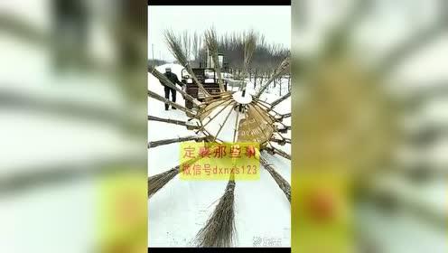 看看发明的扫雪机器人!