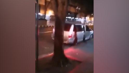 中国女子菲律宾街头被掳走 半截腿露车外挣扎呼喊 惊动菲总统府!